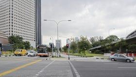 Widok Rochor Rd Samochody ruszają się wzdłuż bulwaru zdjęcia stock
