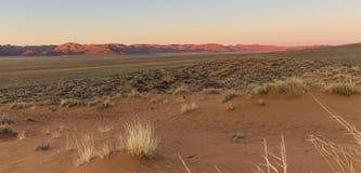 Widok Rolne Gunsbewys i Tiras góry w południowym Namibia Obraz Stock