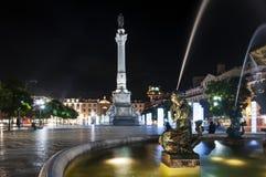 Widok Rossio kwadrata Pracy d Pedro V w mieście Lisbon przy nocą obrazy royalty free