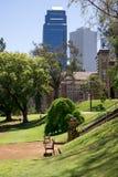Widok rzędu Perth i domu centrum miasta od landsc Fotografia Stock