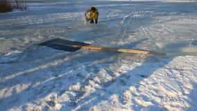 Widok rzeźbiarza cyzelowania lód ruch zbiory