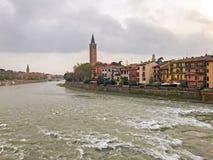 Widok rzeczny Adige i stary miasto Verona zdjęcie royalty free