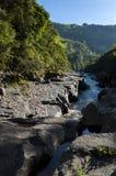 Widok rzeczny iść puszek między górami Obraz Royalty Free