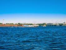 Widok rzeczny Neva i forteca w Petersburg Peter i Paul, Rosja Obrazy Stock