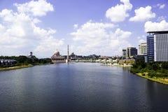 Widok rzeka i masjid w Putrajaya Fotografia Royalty Free