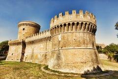 Widok rzymski kasztel Giulio II Ostia Antica, Rzym, - obraz stock