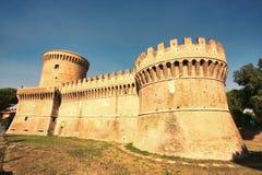 Widok rzymski kasztel Giulio II Ostia Antica, Rzym, - zdjęcie royalty free