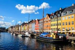 Widok Sławny Nyhavn w lecie, Kopenhaga, Dani data: Wrzesień 2016 Zdjęcia Stock