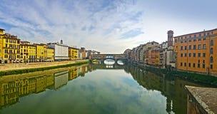 Widok sławny ponte vecchio most na Arno rzece Florence dzień i noc fotografia stock
