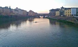 Widok sławny ponte vecchio most na Arno rzece Florence dzień i noc zdjęcia royalty free