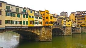 Widok sławny ponte vecchio most na Arno rzece Florence dzień i noc obrazy stock