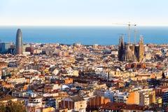 Widok Sagrada Familia i Agbar wierza od Parkowego Guell w Hiszpanii Obrazy Royalty Free