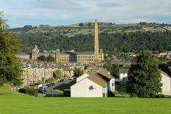 Widok Saltaire światowego dziedzictwa miejsce w zachodzie, - Yorkshire fotografia stock