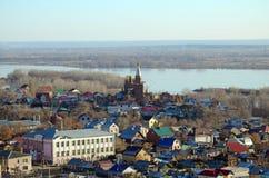 Widok Samara miasto z kościół i Volga rzeką od widoku punktu stacja kolejowa Fotografia Royalty Free