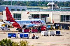 Widok samolot od Avianca linii lotniczych AV przy bramą w Orlando lotnisku międzynarodowym MCO 4 zdjęcie stock