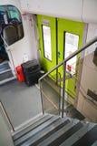 Widok schodki i drzwi w nowożytnym pociągu Obrazy Royalty Free