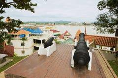 Widok schronienie od Princess wzgórza z starymi kanonami przy przedpolem w Kuala Terengganu, Malezja Obraz Royalty Free