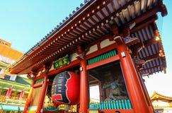 Widok Sensoji świątynia, także znać jako Asakusa Kannon Popularny dla turystów i Mnie ` s stara świątynia w Tokio obraz royalty free