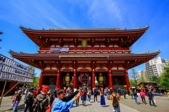 Widok Sensoji świątynia, także znać jako Asakusa Kannon Popularny dla turystów i Mnie ` s stara świątynia w Tokio obrazy royalty free