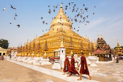 Widok Shwezigon pagoda w Bagan, Myanmar obrazy royalty free