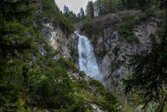 Widok siklawa blisko Lenzerheide w Szwajcarskich Alps w pogodnym wiosna dniu - 3 fotografia royalty free