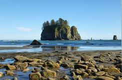 Widok skały w oceanie od Drugi plaży Fotografia Royalty Free