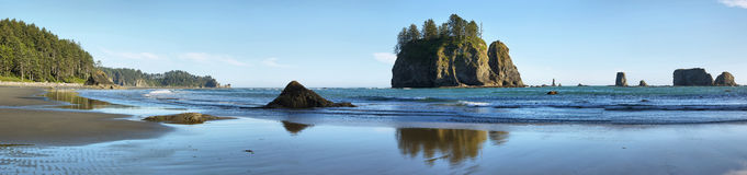 Widok skały w oceanie od Drugi plaży Obraz Stock