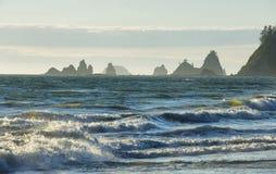 Widok skały w oceanie od kantor plaży Obrazy Royalty Free