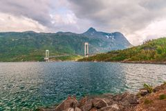 Widok Skjomen most przez Skjomen fjord Norwegia obraz royalty free