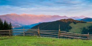 widok skrzyżowanie intermountain krajobrazu halnego regionu halnego Ukraine widok zdjęcia stock