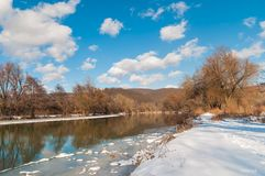 widok skrzyżowanie intermountain krajobrazu halnego regionu halnego Ukraine widok Rzeka Zdjęcie Stock