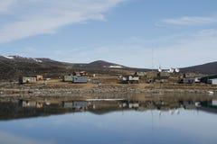 Widok społeczność Qikiqtarjuaq na Broughton wyspie Fotografia Stock