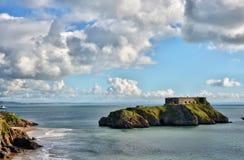 Widok St Catherine Wyspa, blisko Tenby w Walia fotografia royalty free