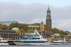 Widok St Pauli mola, jeden Hamburski ` s ważny turystyczny attr obrazy stock