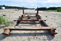 Widok stara łódź blisko morza na piasku Obraz Stock