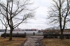 Widok stara część Ryski miasto przez rzekę Zdjęcia Royalty Free