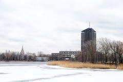 Widok stara część Ryski miasto przez rzekę Obraz Royalty Free