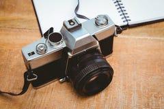 Widok stara kamera i notatnik Zdjęcie Royalty Free
