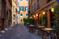 Widok stara wygodna ulica w Rzym fotografia royalty free