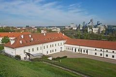 Widok Stary arsenał i nowego miasta nowożytni budynki od Gediminas wzgórza w Vilnius, Lithuania Zdjęcia Royalty Free