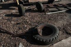Widok stary samochód na usyp ciężarówkach, Baltiysk, Rosja Zdjęcie Stock