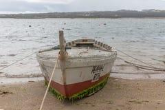 Widok starych i tradycyjnych rybak?w drewniane ?odzie na Nazare lagunie obraz royalty free