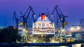 Widok statek w porcie Hamburg i Elbe Zdjęcia Stock