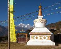 Widok stupa, pagoda lub chorten i modlitwa zaznacza fotografia royalty free