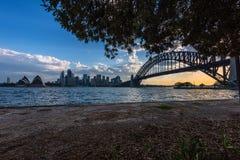 Widok Sydney opera Bridżowy Sydney Australia przy zmierzchem I schronienie Obrazy Royalty Free
