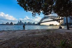 Widok Sydney opera Bridżowy Sydney Australia przy zmierzchem I schronienie Fotografia Royalty Free