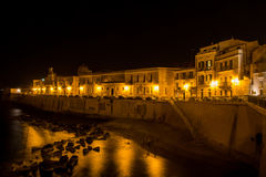 Widok Syracuse, Ortiggia, Sicily, Włochy, mieści stawiać czoło morze fotografia royalty free