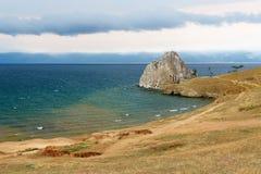 Widok szaman skała baikal jeziora baikal jezioro olkhon Rosji wyspy Rosja Obrazy Stock