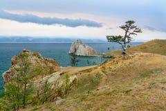 Widok szaman skała baikal jeziora baikal jezioro olkhon Rosji wyspy Rosja Fotografia Stock