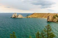 Widok szaman skała baikal jeziora baikal jezioro olkhon Rosji wyspy Rosja Obrazy Royalty Free